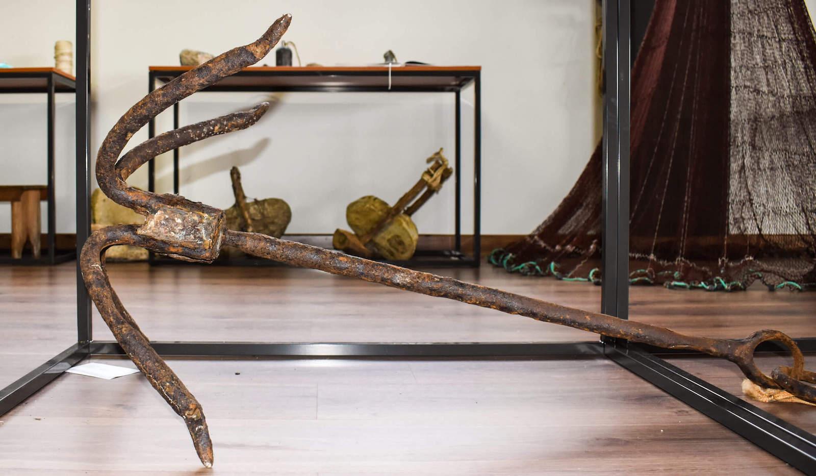 Ancla antigua que se usaba en barco de Cedeira - aparejos de pesca